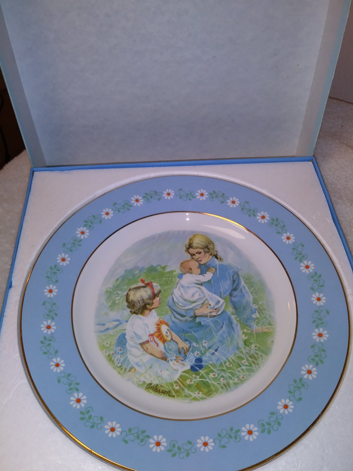 Avon Tenderness Commemorative Plate Special Edition selling for Mother's Day,197