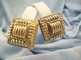 ANTIQUED Scored Embossed Gold Plate Square Clip Earring Lightweight Vint... - $14.84