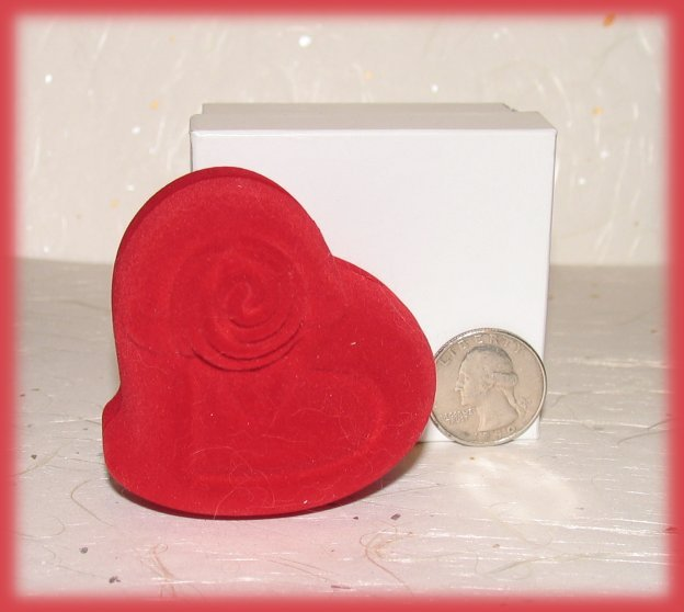 Ring box flocked red heart coin