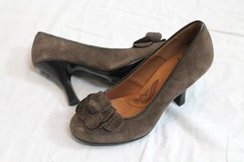 Sofft Taupe Brown Suede Leather Flower Pumps Heels Women's Shoes Size 7.5 M - $20.79