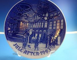 "1993 Bing & Grondahl Danish B&G Christmas Plate ""Father Christmas in Cop... - $29.00"