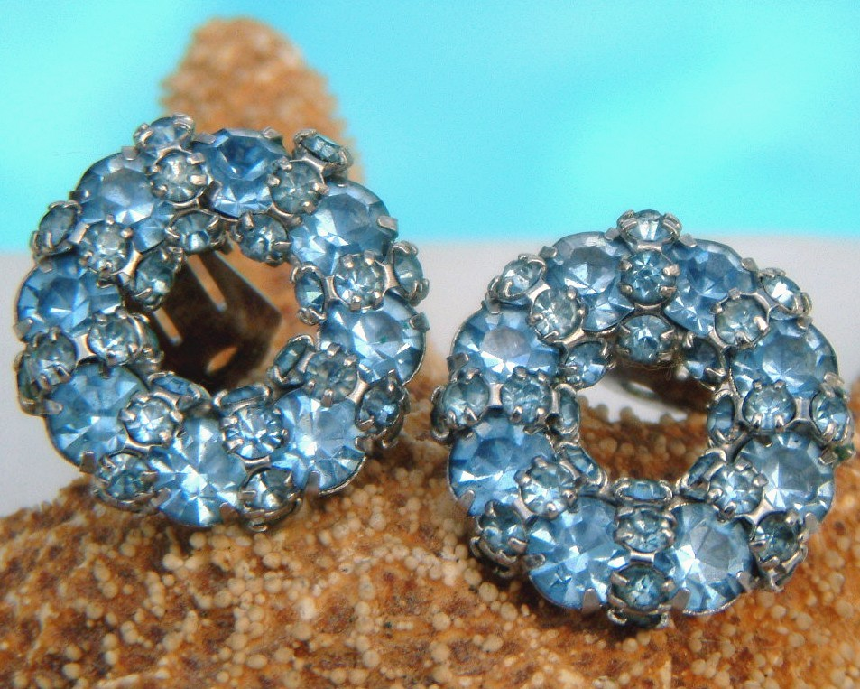 Vintage warner ice blue rhinestone clip earrings