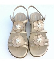 Easy Spirit Haven Sandals Women Patent Leather Flats Pearl Beaded Flowers Size 7 - $22.67