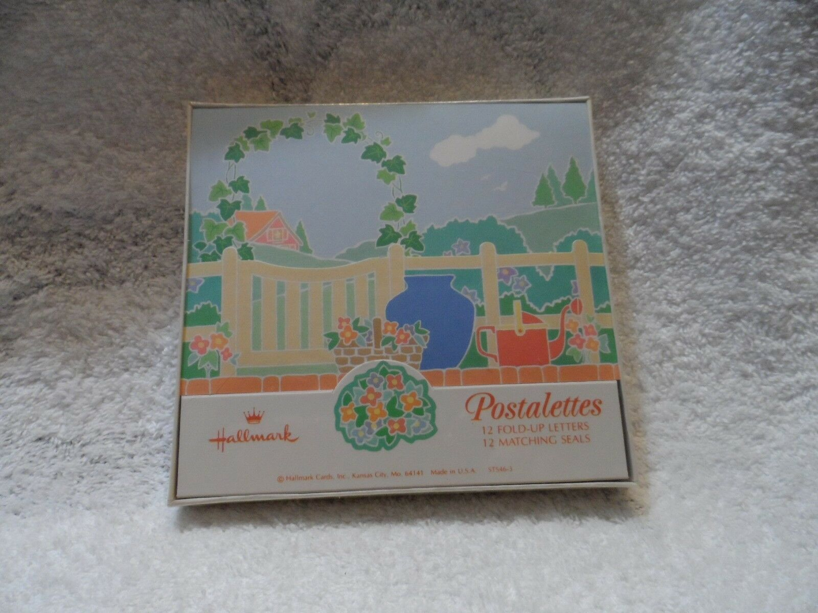 Hallmark box of 12 Postalettes fold up letters and seals with Garden design