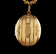 Vintage Sweetheart Locket - Art deco - engravable gift - gold romantic g... - $125.00