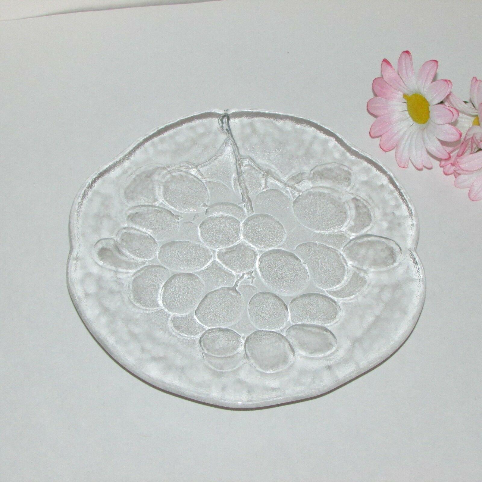 """KOSTA BODA GRAPE 7"""" CAKE PLATE DESSERT FRUIT ART GLASS SWEDEN ANN WARFF GRAPES - $19.99"""