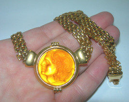 BEAUTIFUL BOLD YELLOW GLASS CAMEO GOLD TONE VINTAGE NECKLACE - $95.00