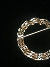 Vintage 50s Wavy Ribbon Filagree Gold Circle brooch image 4