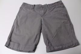 W11468 Womens GAP 100% cotton khaki WALKING SHORTS, cuffed, flat front, size 4 - $28.97