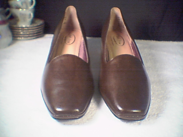 Womens Pumps/Loafer Type Shoes~~NIB~~size 10 W