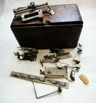 1889 Antique Singer Wood Sewing Machine Box w/ACCESSORIES Prim,Folding,Victorian - $113.30 CAD