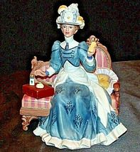 Miss Albee Award Figurine with Box Avon AA20-2155 Vintage image 4