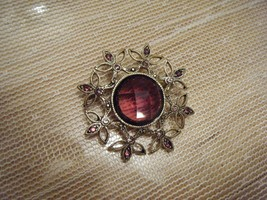 VINTAGE GOLDTONE PIN  WITH AMETHIST COLOR STONE IN CENTER AND AROUND OUT... - $4.49