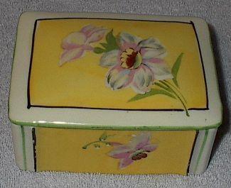 Porcelian dresser box1
