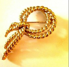 Vintage  Gold Tone  TRIFARI TIED ROPE   2 inch  BROOCH signed - $22.99