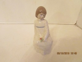 ENRIQUE G. NADAL COLLECTION SITTING GIRL WITH FLOWER COLLECTORS 1986 6.2... - $4.90