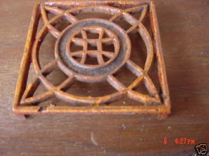Vintage Trivet Cast Iron Ornate Hot Plate Pot Stand 4""