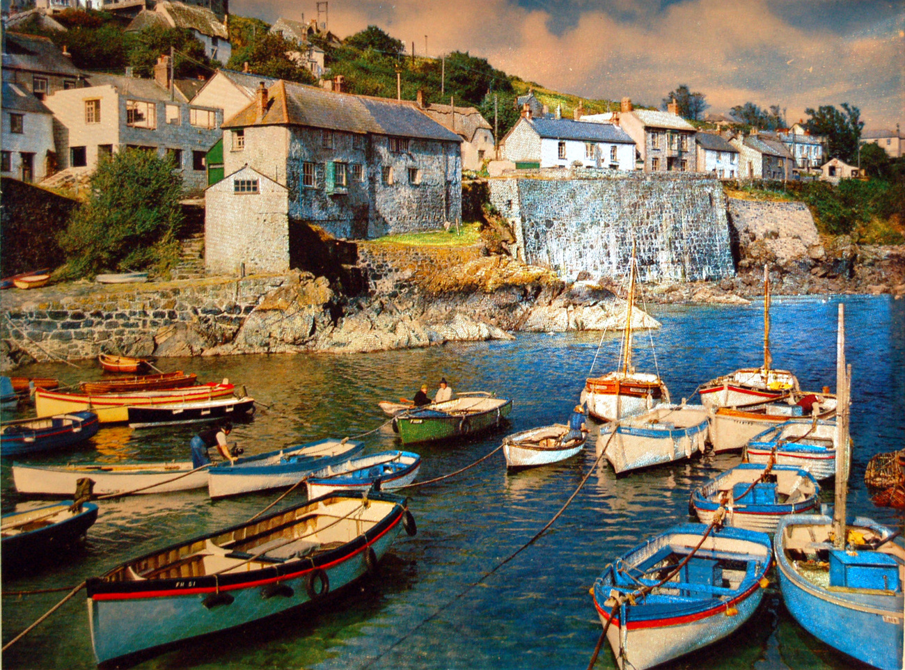 86 86m small boats at coverack