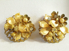 Beaujewels Flower Earring Celluloid Pearl Rhinestone Clip Cluster Gold V... - $14.80