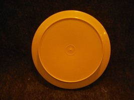 """Tupperware 1337 Bright Yellow Replacement Seal N Serve Lid/ Plate 8"""" Round - $3.59"""