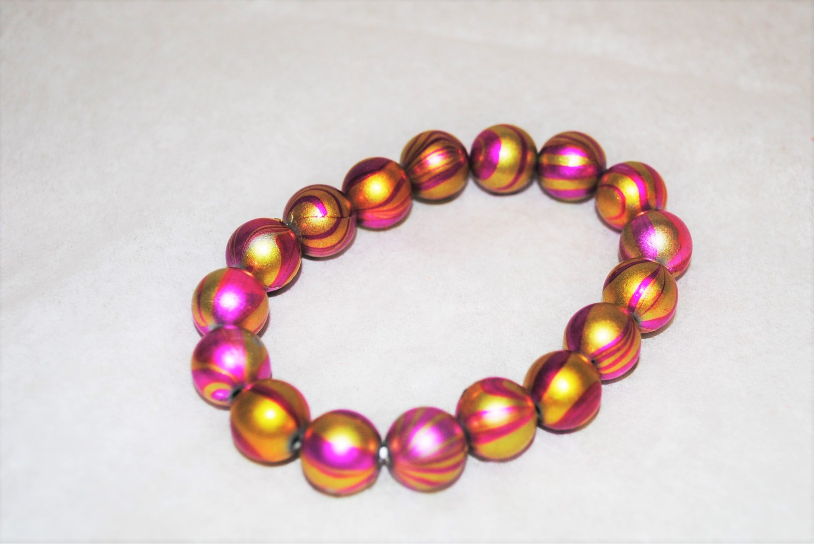 Pink and Gold Acrylic Swirl Bead Stretch Bracelet