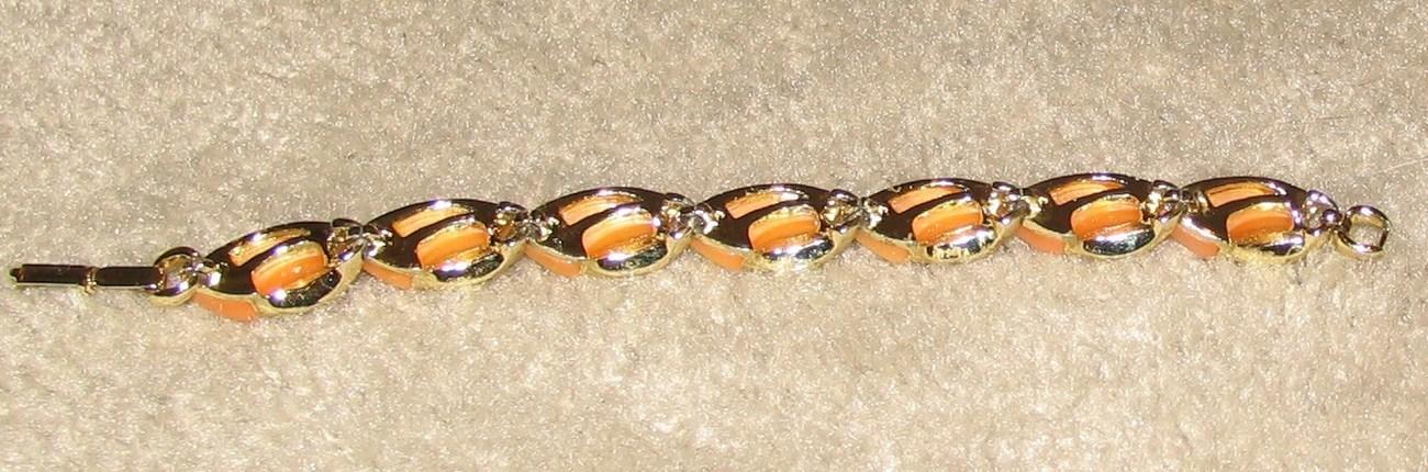 "Vintage Costume Jewelry 7 1/2"" Peach/Silvertone Bracelet"