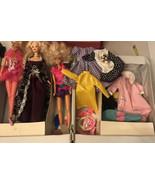 Dressed 3 Barbie Mattel Dolls W/ Fashion/accessories  Trunk - $24.75