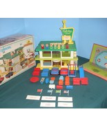 Vtg. Playskool Familiar Places #480 Holiday Inn Comp. w/Mat, Signs, and ... - $185.00
