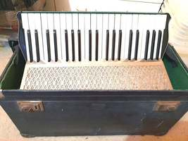 hohner accordion full size made in germany with no jewels missing image 4