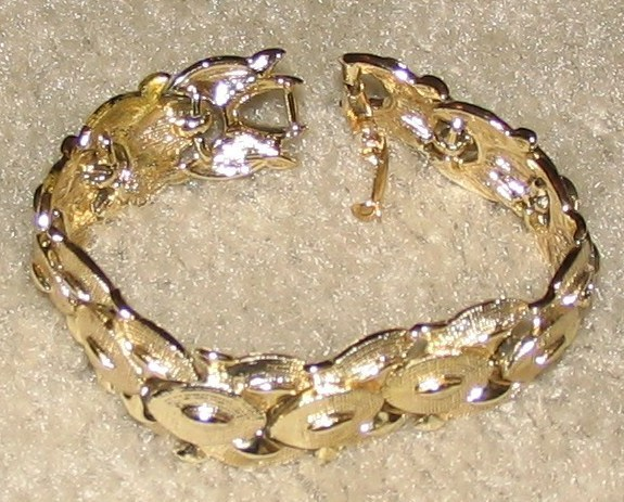 "Vintage Costume Jewelry 8"" Goldtone Bracelet"