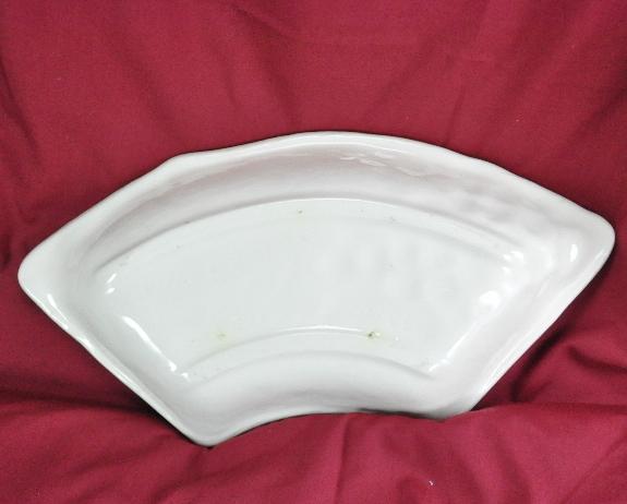 Maddux of Calif pottery Relish dish Section Grapeleaf