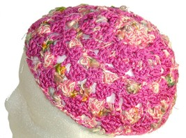 Pink Crochet Beanie Hat with touch of green - €10,41 EUR