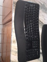 Microsoft Wireless Comfort Keyboard 5000 (#1394 WUG0872 X820926-001) Desktop - $17.82