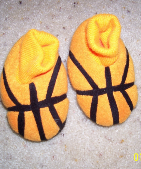 Boy's Old Navy Basketball Slippers Size 3-6 Months