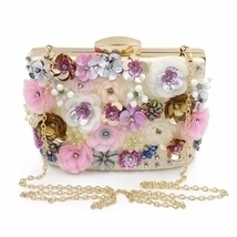 Floral pattern clutch - $1.359,46 MXN