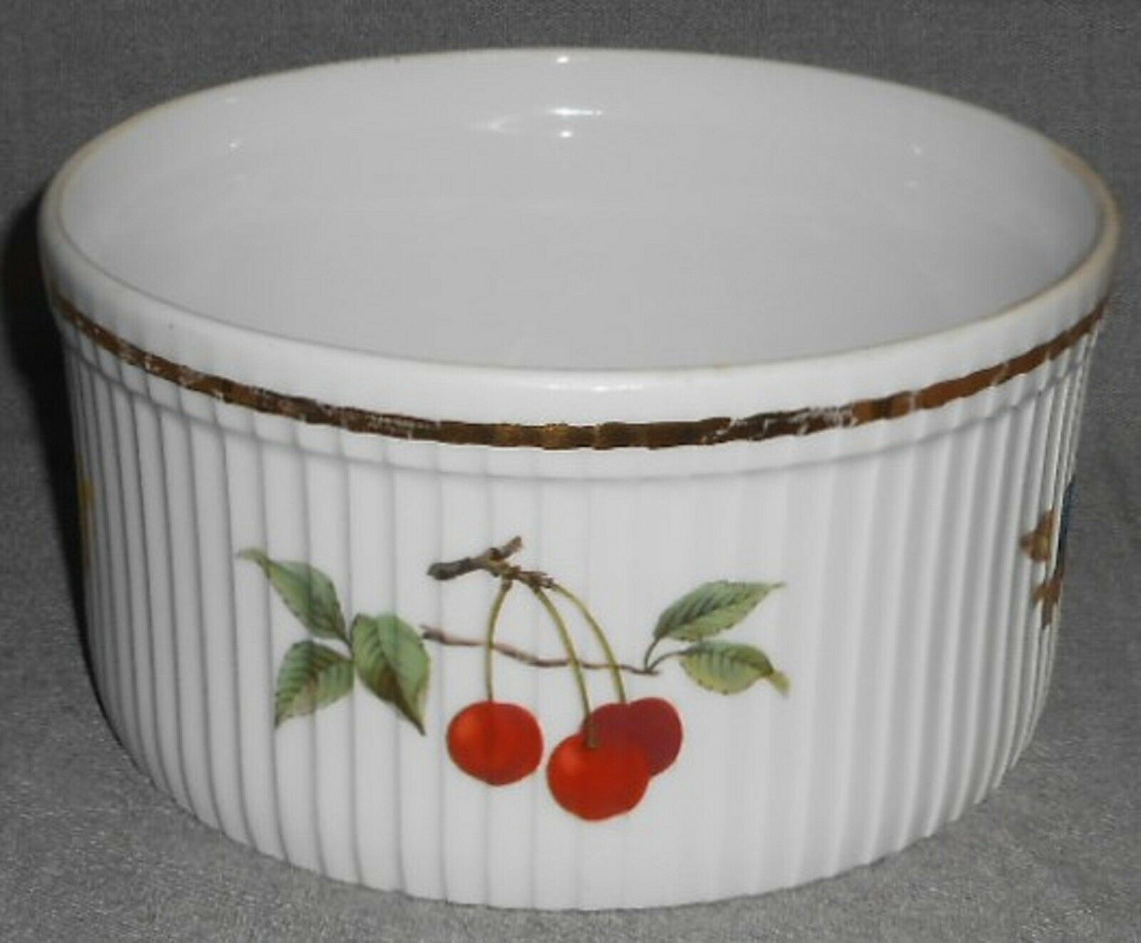 """Royal Worcester EVESHAM GOLD PATTERN 7"""" Souffle Bowl MADE IN ENGLAND"""