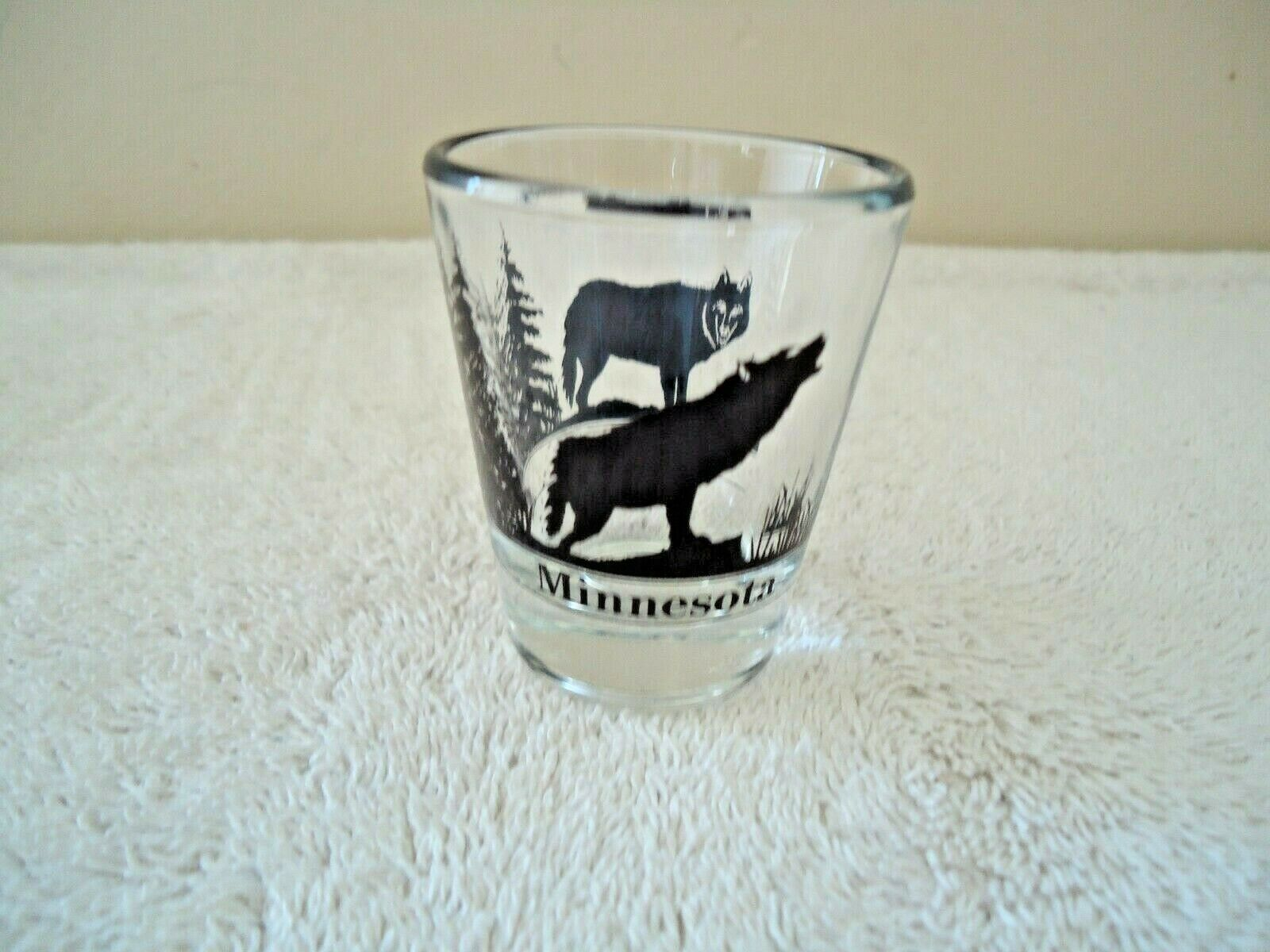 "Vintage Minnesota "" Timber Wolf "" Themed Shot Glass "" BEAUTIFUL COLLECTIBLE ITEM image 4"
