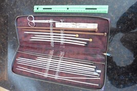 Vintage Set of Knitting Needles wooden metal plastic & snips In Zippered... - $31.62 CAD