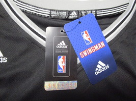 TIM DUNCAN / NCAA HALL OF FAME / AUTOGRAPHED SAN ANTONIO SPURS PRO STYLE JERSEY image 5