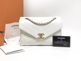 AUTHENTIC CHANEL 2018 WHITE LEATHER ENVELOPE MESSENGER BAG WITH RECEIPT