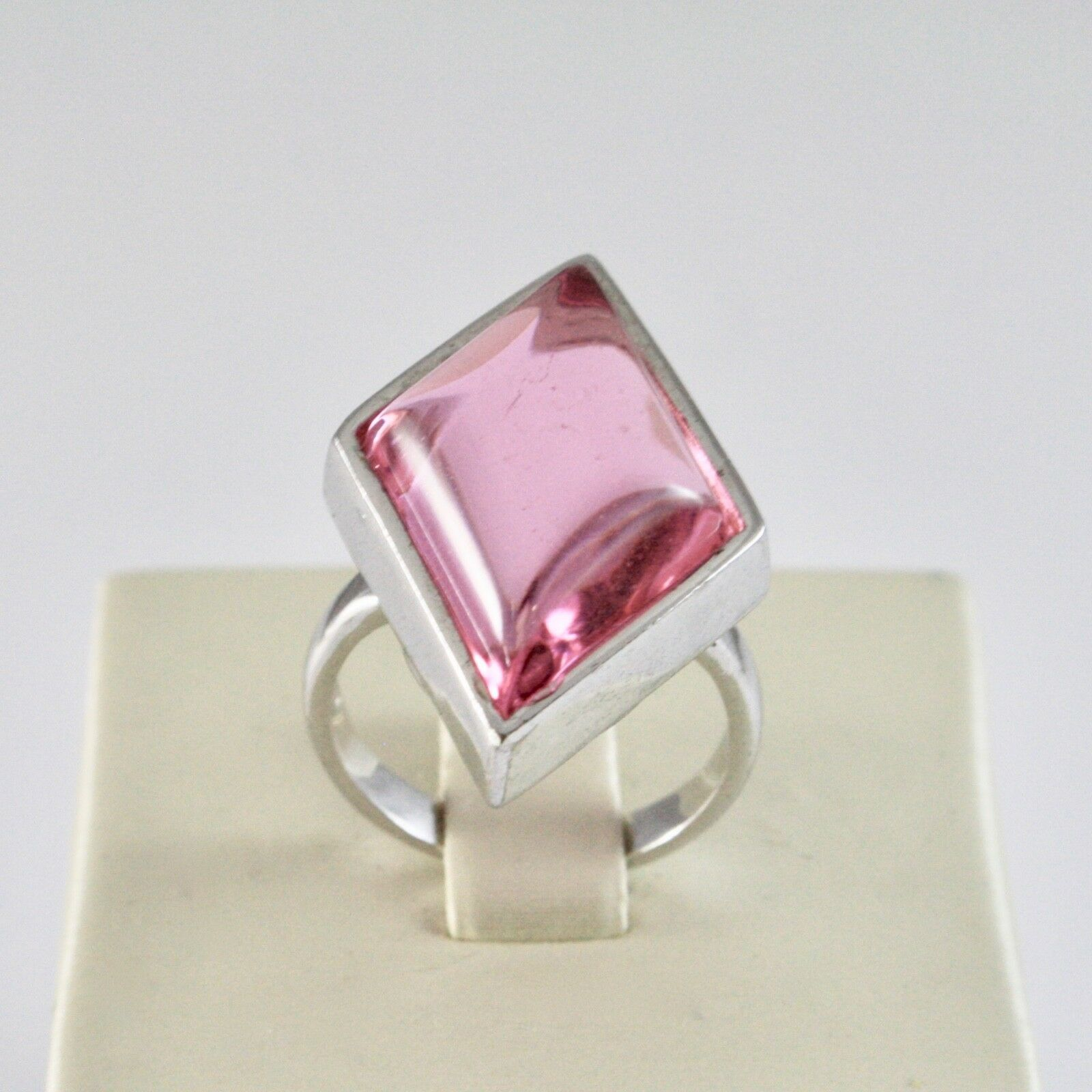 925 Silver Ring with Crystal Pink to Rhombus Cut Cabochon
