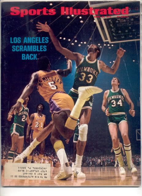 * 1972 SPORTS ILLUSTRATED LA LAKERS SCRAMBLE BACK