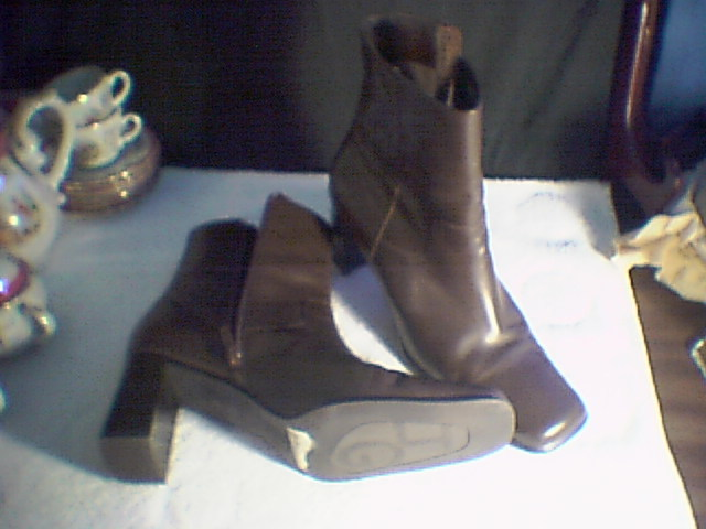 WOMENS SHOES~~ANKLE BOOTS~~BRN SIZE 10-m