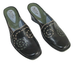 Clarks Artisan Shoes Size 8.5 40 Mules Womens Black Patterned Leather - $24.74