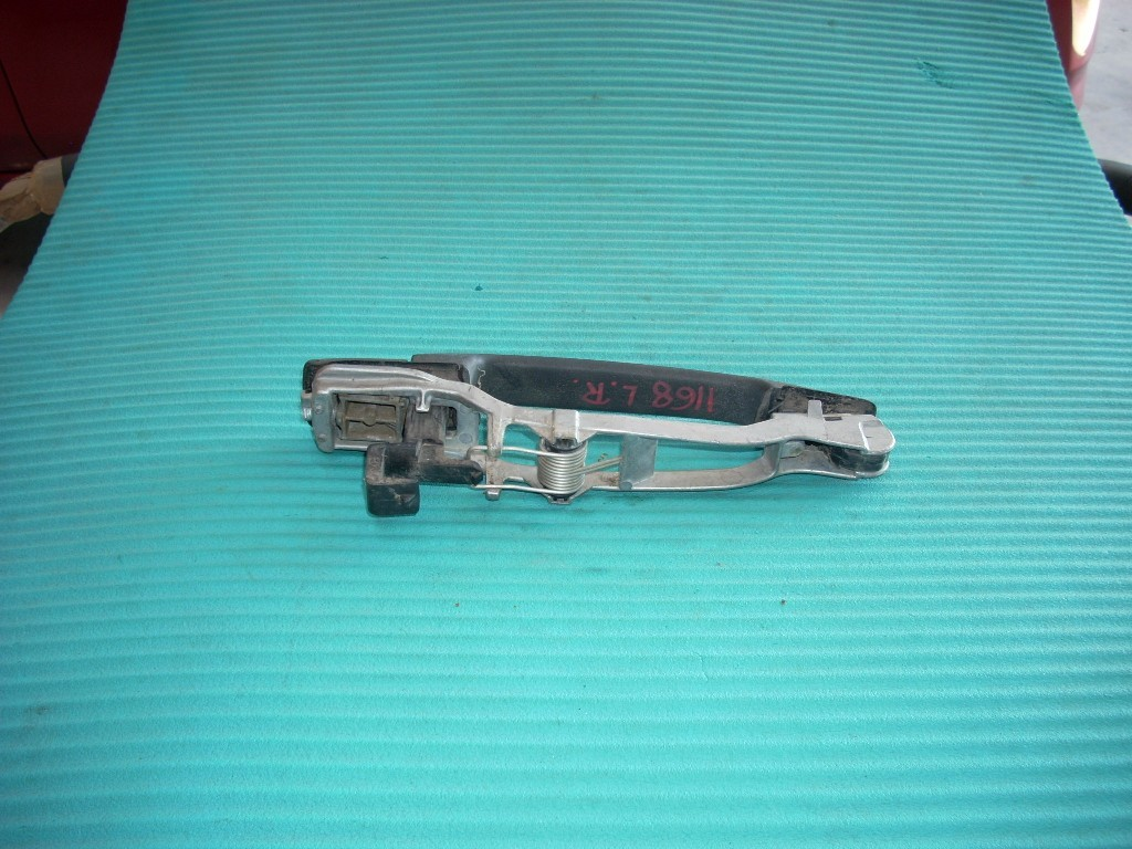 1989 1990 1991 1992 1993 MERCEDES 190E LEFT DRIVER FRONT EXTERIOR DOOR HANDLE