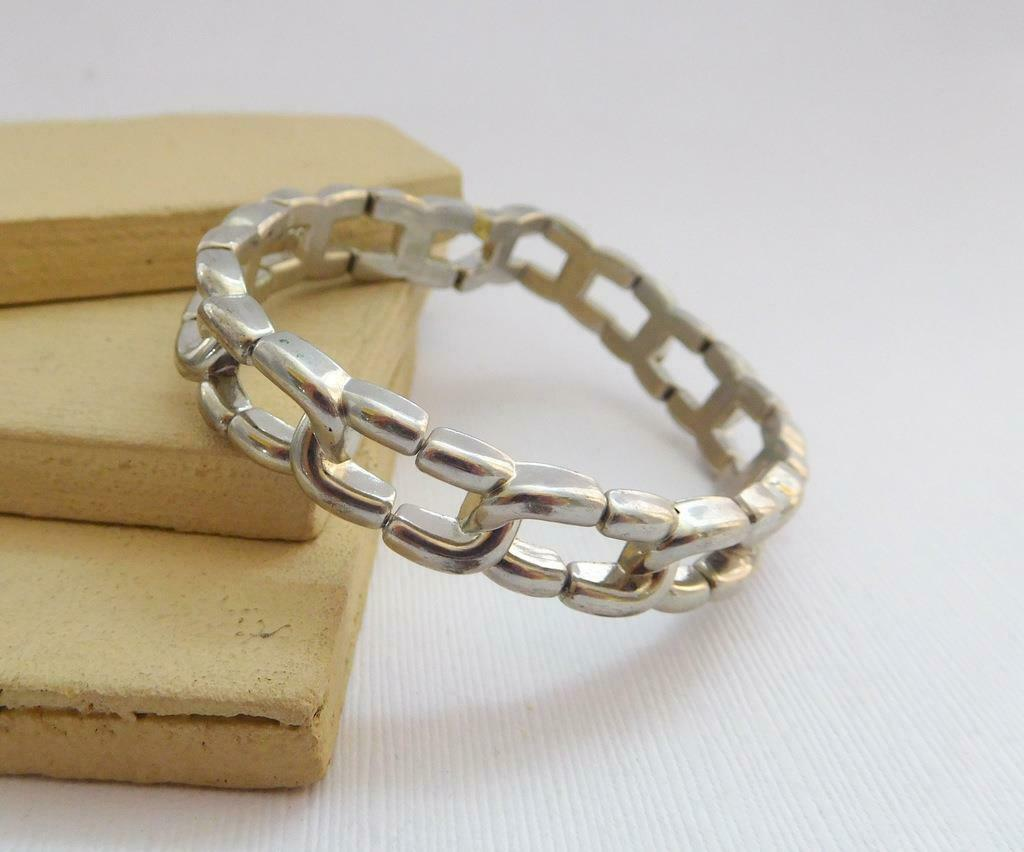 Retro 80s Plastic Silver Tone Metal Look Link Stretch Bangle Bracelet G17