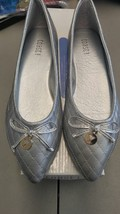 Women's Toast silver flats model harmony size 7 new in box - $18.81