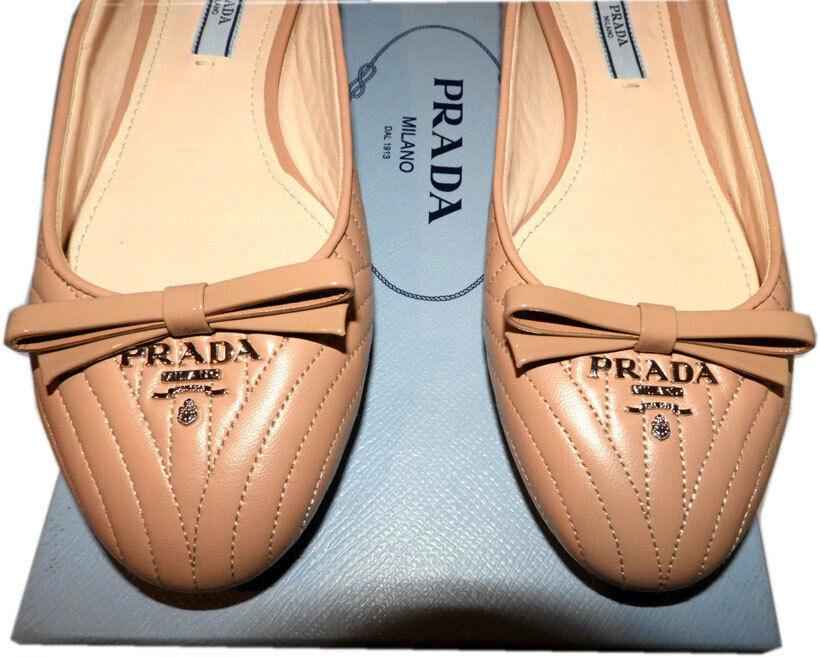 Prada pelle Beige Imbottito con Cuciture Basse Oro Logo Scarpa da Balletto