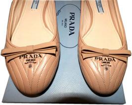 Prada pelle Beige Imbottito con Cuciture Basse Oro Logo Scarpa da Balletto - $358.66