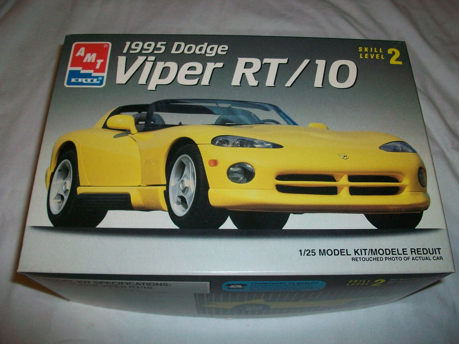 Primary image for AMT DODGE VIPER 1995 RT-10 1/25 MODEL CAR